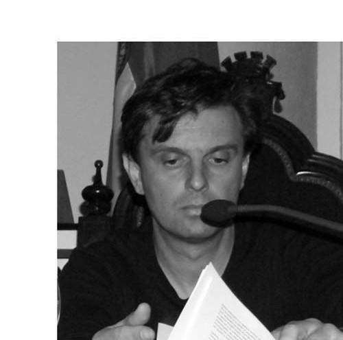 Doctor Arquitecto por la Universidad de Sevilla.  Autor de Arquitecturas del lapso y cronocartografías del revés.  Recolectores Urbanos Editorial