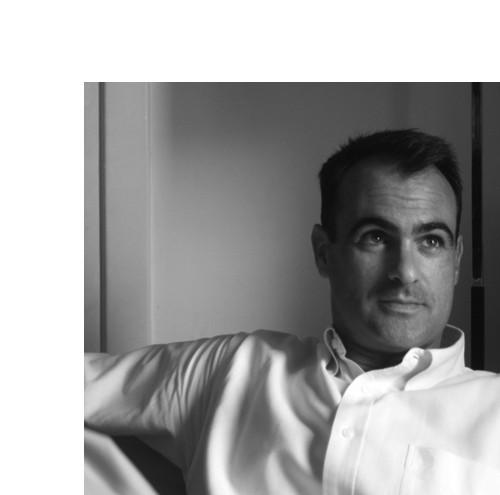 """Arquitecto ETSAM (1997), doctor arquitecto UPM (2001).  Ha colaborado en el periodo de 2001 al 2007 con Rafael Moneo.  Desde el año 2001 desarrolla labores como profesor de Proyectos, en la actualidad desde la universidad San Pablo CEU de Madrid donde es profesor Adjunto. Compagina la actividad docente con el trabajo profesional en su propio estudio. Su trabajo ha sido premiado y publicado en diferentes medios nacionales e internacionales.  Ha publicado los libros """"Arquitectos al margen"""" y """"Múltiples. Estrategias de arquitectura"""", y ha coordinado la edición de """"10 lecciones fundamentales de Arquitectura"""". También numerosos artículos en revistas especializadas.  Es director del grupo de investigación """"Contextos de la Arquitectura"""" y del Máster en Estudios Avanzados de Proyectos Arquitectónicos de la universidad San Pablo CEU de Madrid."""